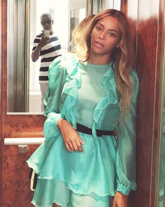 Jay-Z Caught in Beyonce's Photo in Paris