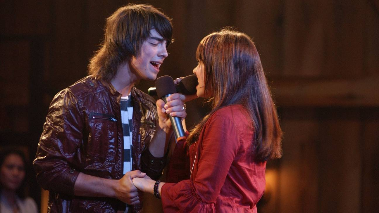 "Demi Lovato ""Gotta Find You"" ft Nick and Joe Jonas from Camp Rock at Future Now Tour Stop in Washington, D.C."