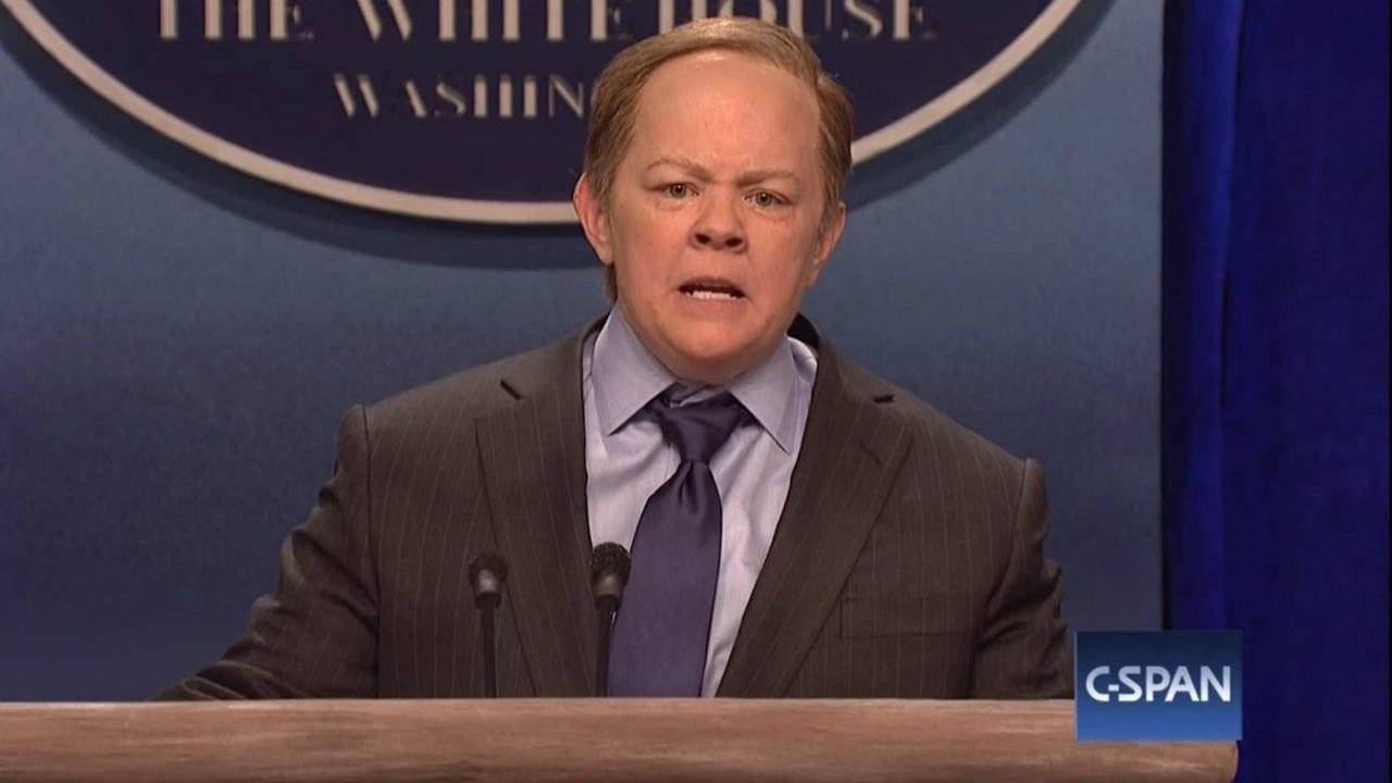 Melissa McCarthy Sean Spicer Impression on Saturday Night Live: Donald Trump
